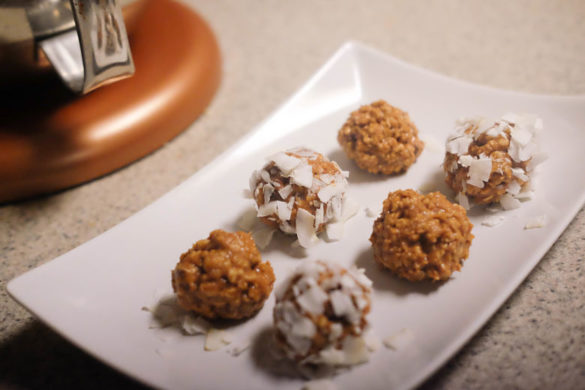 6 Ingredient Peanut Butter Protein Balls
