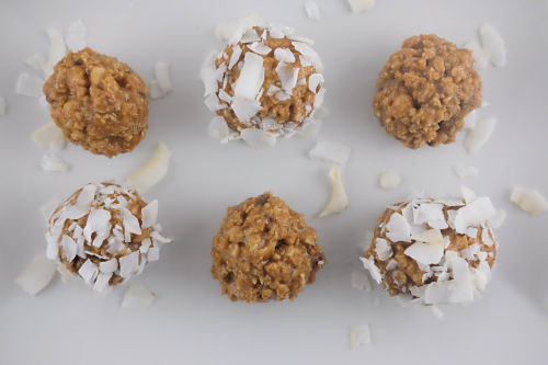 6 Ingredient Peanut Butter Protein Balls