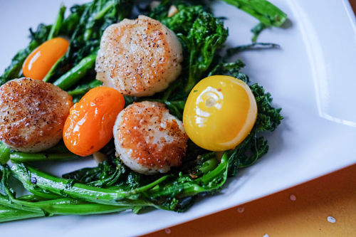 SUMMERTIME BROCCOLI RABE, BUTTERY SCALLOPS & BLISTERED TOMATOES.